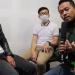 Wawancara bersama pengelola radio di Bandung.